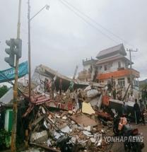 서부술라웨시주 6.2 강진…최소 30명 사망·600명 부상