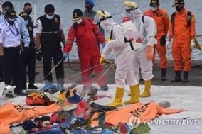 조코위 인니 대통령, 홍수·지진 피해지역 날아가 민심 달래기