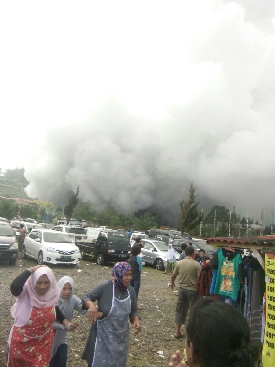 실레리 화산 폭발2.jpg