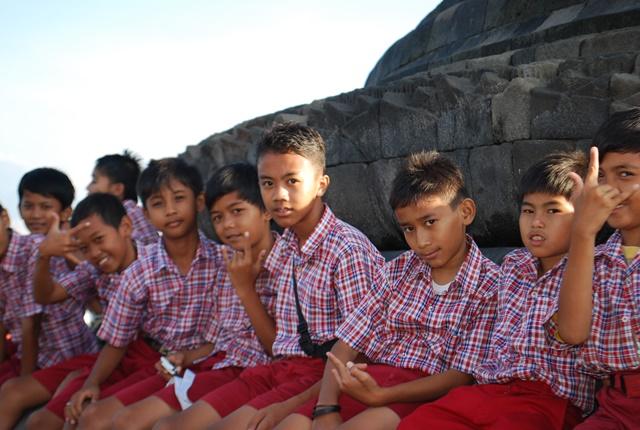 26일 보로부두르 아이들.jpg