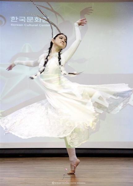 3등을 차지한 아리랑선율에 맞춘 나비춤.jpg