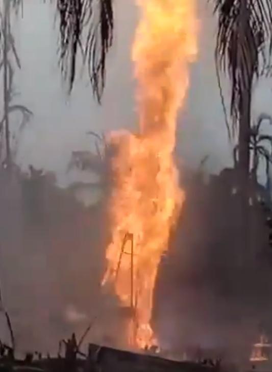 아쩨 유정 화재.jpg