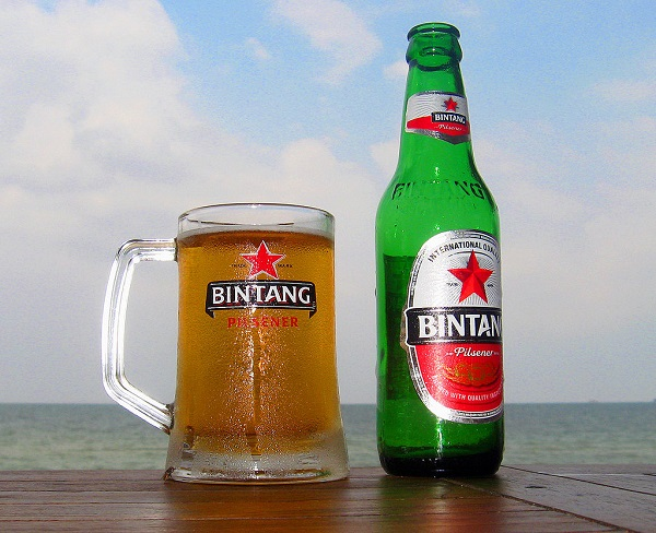 1024px-Bintang_Beer_by_the_Beach.jpg