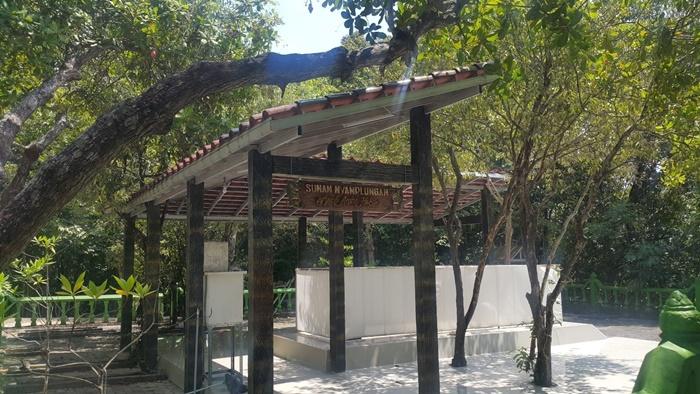 830 아미르 하산 묘지.jpg