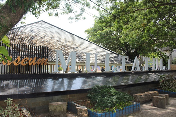 Front view of Museum Multatuli.JPG