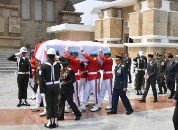 12일 하비비 대통령 장례식.jpg