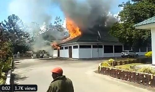 24일 와메나 불타는 장면.jpg