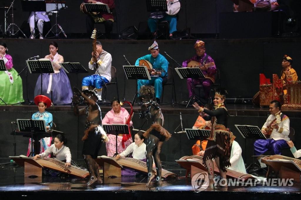 7일 한아세안대화관계 기념 연주회.jpg