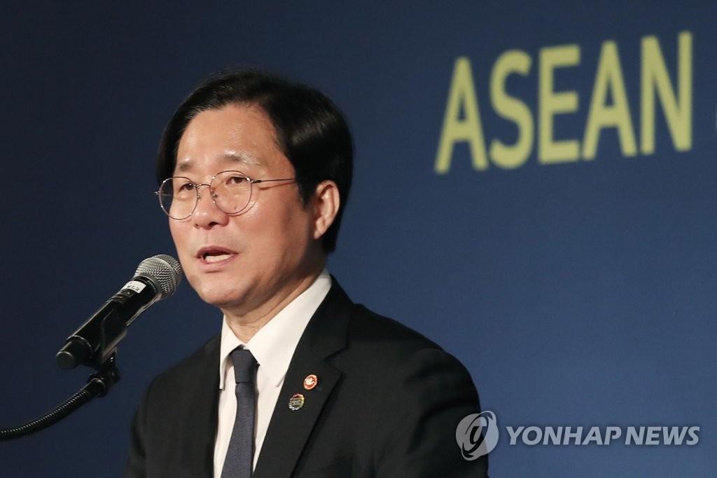 14일 성윤모 산업자원부 장관.jpg